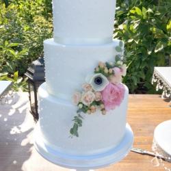 Fondant cake with swiss dots