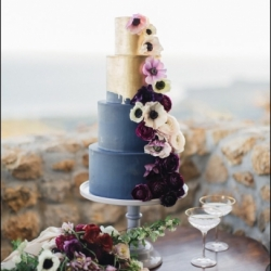 Blue & gold wedding cake