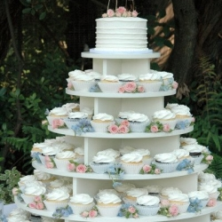 Wedding tower with cutting cake & fresh flowers